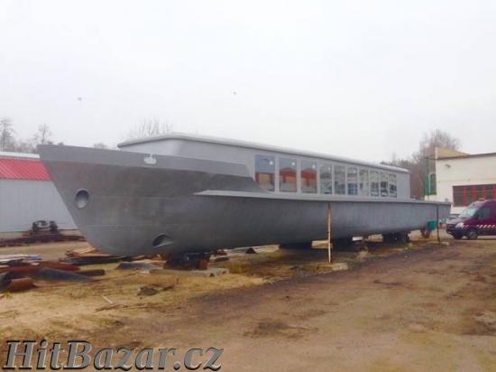 Rekreační loď - plovoucí apartmán - 3